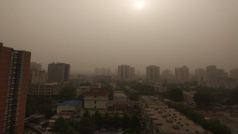 China's Zhangye City Engulfed by Massive Sandstorm, Beijing Choked by Smog