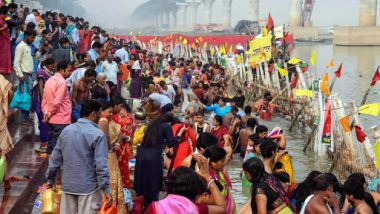 Chhath Puja 2018 Sandhya Arghya and Usha Arghya Time in Patna, Delhi, Mumbai & Kolkata: Know the Sunset & Sunrise Timings For Praying the Sun God