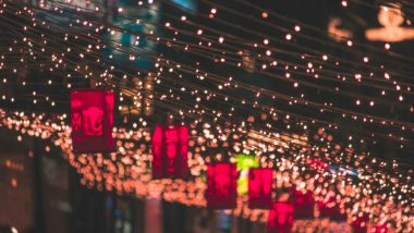 Diwali 2018 Light Decoration Ideas: Simple and Best Ways to Decorate Diya, Tealight Candles, Fairy Lights and Lanterns at Home This Deepavali!