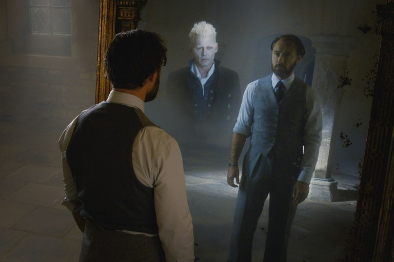 fantastic beasts the crimes of grindelwald  who is