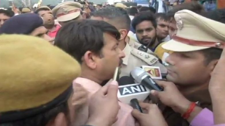 Delhi BJP Chief Manoj Tiwari Heckled, Assaulted by 'AAP Supporters' at Signature Bridge Launch; Watch Video
