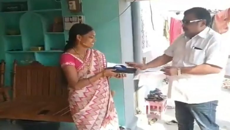 Telangana Assembly Elections 2018: Independent Candidate Distributes Slippers to Voters, Says 'Hit Me if I Fail to Deliver' - Watch Video