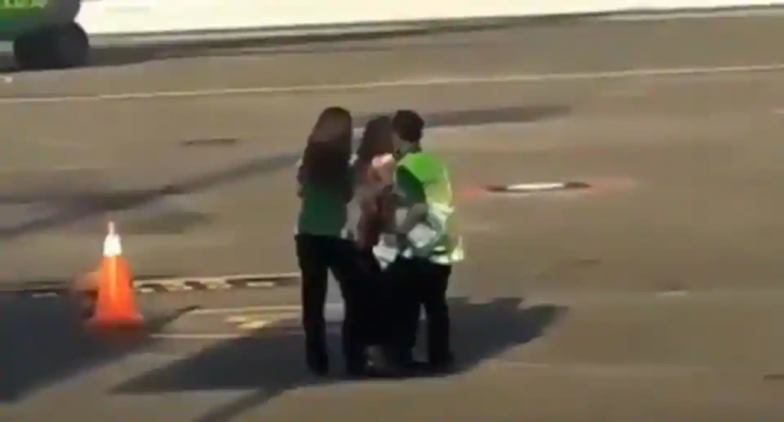 Woman Tried to Chase Aircraft at Bali Airport After Missing Her Flight; Watch Video