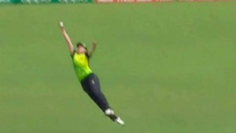 Tayla Vlaeminck Takes a Stunning Catch During India vs Australia, ICC Women's T20 World Cup 2018 (Watch Video)