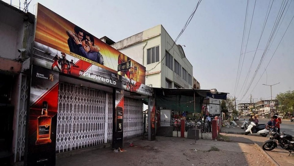 Thieves Steal 144 Liquor Bottles Worth Rs 1.5 Lakh From Closed Shop in Vishakhapatnam Amid Coronavirus Lockdown