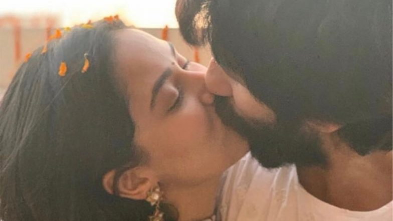 Shahid Kapoor and Mira Rajput Share a Passionate Kiss as They Celebrate 'Love' This Diwali (View Pics)