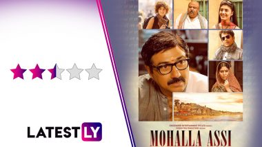 Mohalla Assi Movie Review: Sunny Deol and Sakshi Tanwar's Social Satire Take Enough Risks With Its Premise But Loses Itself in Theatricality