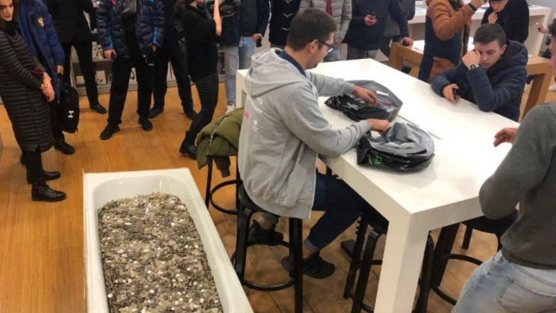 Russian Blogger Svyatoslav Kovalenko Buys iPhone XS With Bathtub Full of Coins Weighing 350 Kg (Watch Video)