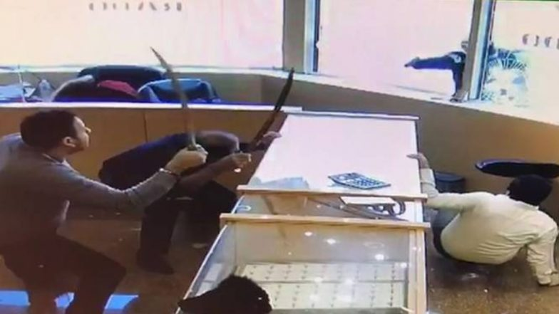 Sword-wielding jewelry store workers fight off armed robbers