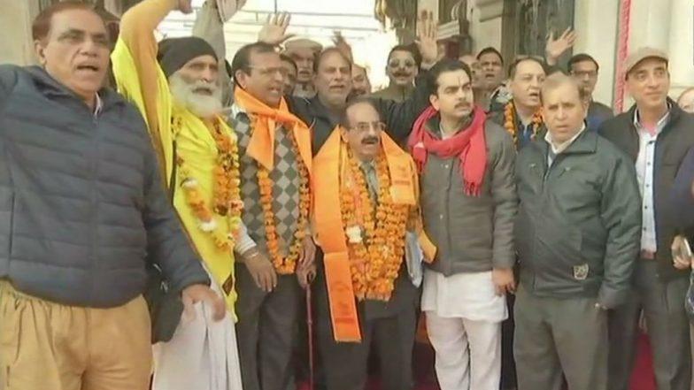 139 Indian Pilgrims From Amritsar Leave for Pakistan to Visit Shree Katas Raj Temples in Chakwal