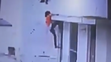 Teen Girl Scales 14-Feet Wall in Just 1 Minute and 16 Seconds to Escape From UP Shelter Home; Watch Video