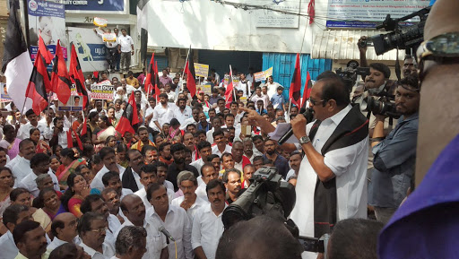 Rajiv Gandhi Assassinators Release Row: MDMK, DMK Lay Seize to Tamil Nadu Raj Bhawan