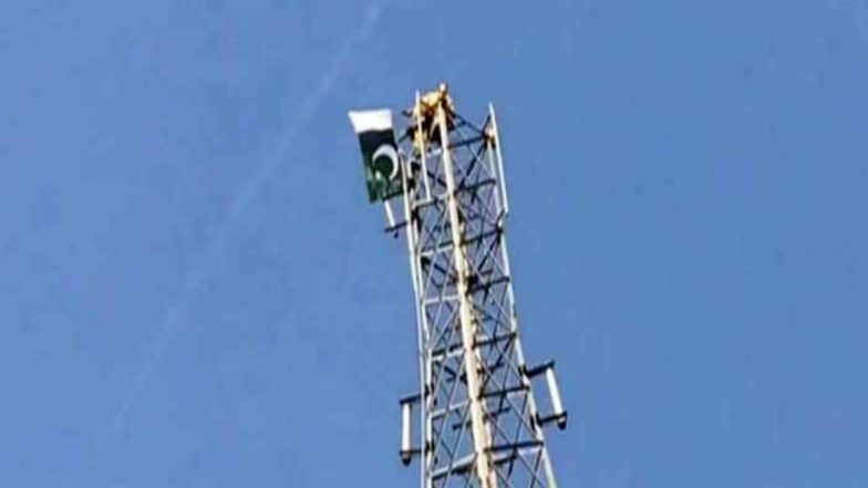 Pakistan: Man Climbs Cellphone Tower, Threatens Suicide if Not Made Prime Minister