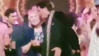Isha Ambani-Anand Piramal Wedding: Hillary Clinton with Shah Rukh Khan Grooves to Bollywood Numbers, Watch Video!