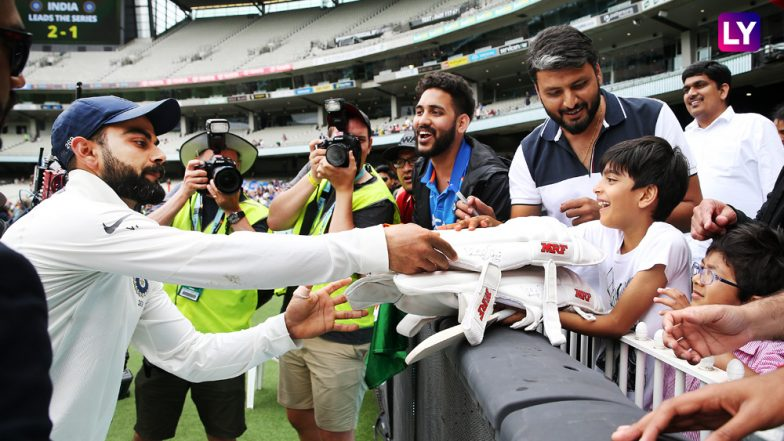 Virat Kohli Gifts Pads to a Young Kid, Signs his Miniature Bat After India's Win Against Australia in 2018 Boxing Day Test at MCG!