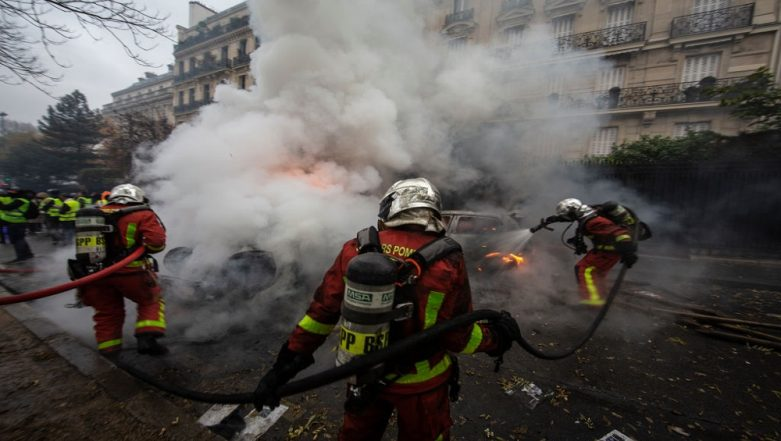 France Yellow Vest Protests: Government Mulls State of Emergency Over Agitations Against Fuel Price Hike and Economic Policies