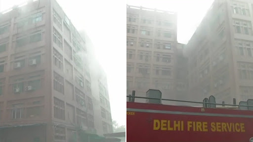 Delhi: Massive Fire Breaks Out in CGO Complex of Pragati Vihar, 15 Fire Tenders Reach Spot