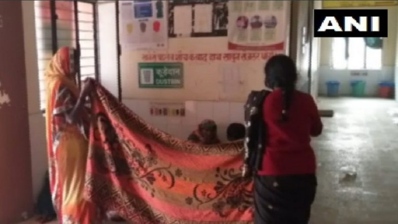 Uttar Pradesh: Non-Availability of Doctors Force Woman to Deliver Baby on Floor Near Garbage at Community Health Centre in Gonda District