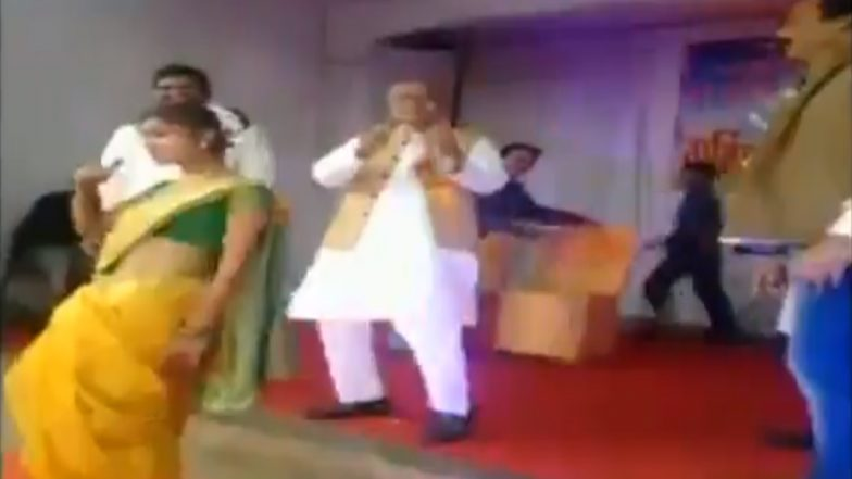 NCP MP Madhukar Kukde Dances to 'Aankh Marey' With Students at a School Function in Bhandara (Watch Video)