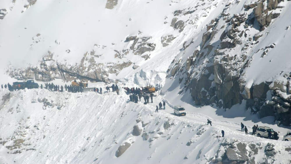 Avalanche Hits Indian Army Patrol Team in Southern Siachen; Two Soldiers Dead