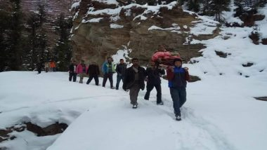 Himachal Pradesh Snowfall: Locals Carry 70-Year-Old on Palanquin to Hospital
