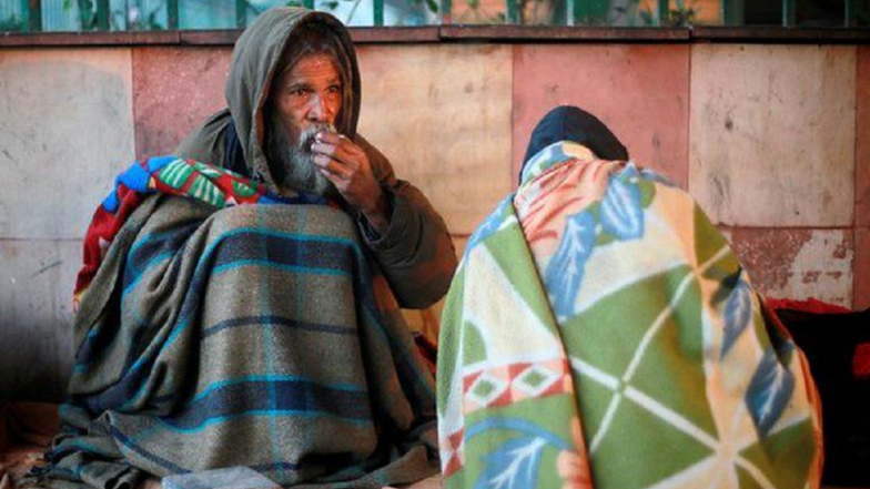 Cold Wave Intensifies in Delhi, Homeless Turn Towards Night Shelters As Temperature Drops to 6 Degrees Celsius