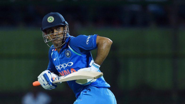 MS Dhoni Takes a Short-Run During India vs Australia 2nd ...