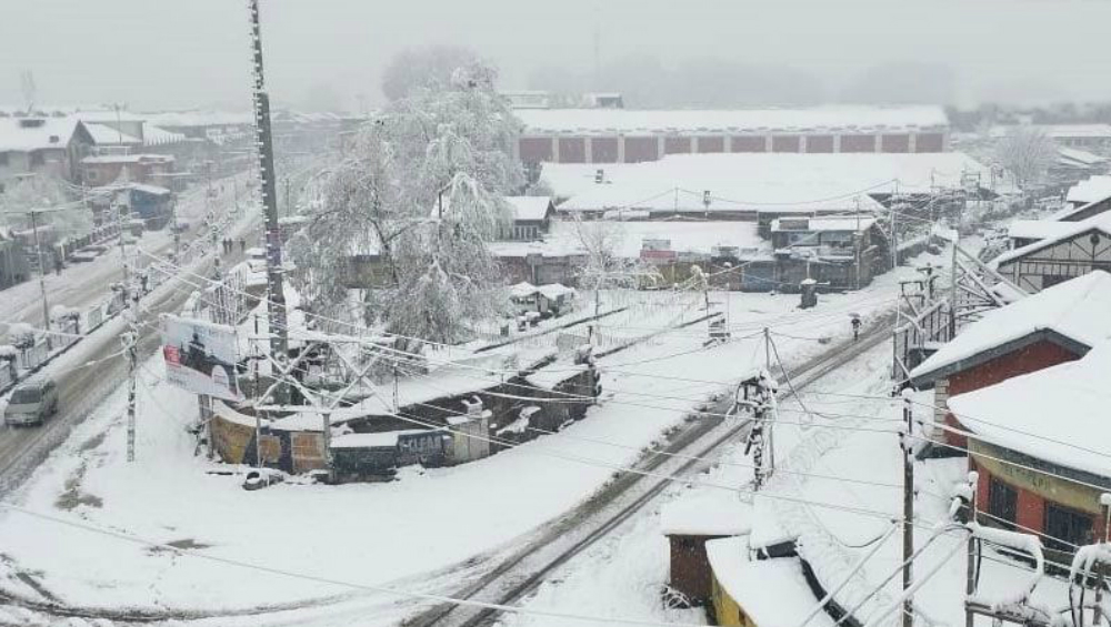 Jammu and Kashmir Weather Forecast: Heavy Snowfall to Disrupt Air, Surface Traffic