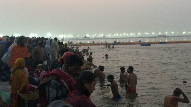 Makar Sankranti 2019: Devotees Across the Nation Take Early Morning Holy Dip in River Ganga Marking the Harvest Festival (View Pics)