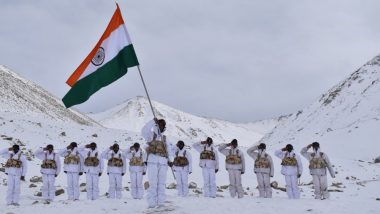 Republic Day 2019 Celebrations: ITBP Jawans Hoist National Flag at 18,000ft in Minus 30 Degrees in Ladakh (Watch Video)