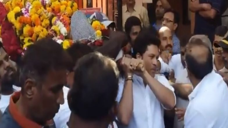 Sachin Tendulkar Attends Ramakant Achrekar Sir's Funeral; Budding School Cricketers Pay Tribute to Late Coach (See Pics and Videos)