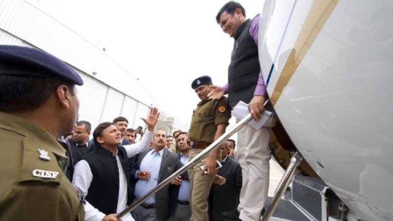Akhilesh Yadav 'Stopped' at Lucknow Airport While He Was Going To Attend Oath Taking Ceremony at Allahabad University