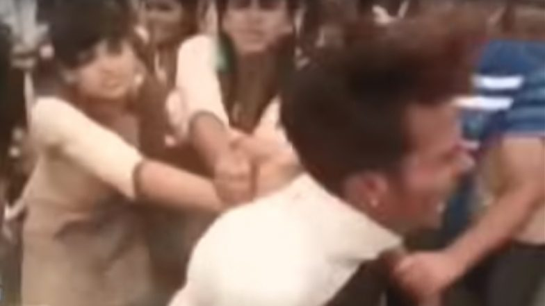 School Girls Beat up Eve Teaser Who Tried to Molest Their Friend in Jodhpur; Video Goes Viral