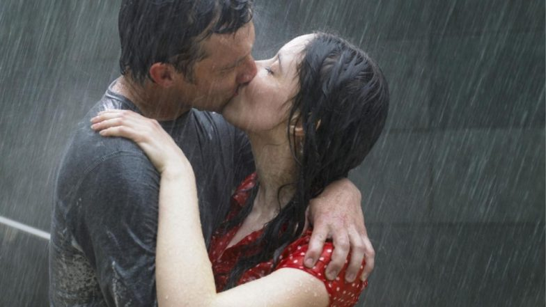 Hot Kiss Day Photos With Romantic WhatsApp Messages Are Perfect to Wish Happy Valentine's Day 2019