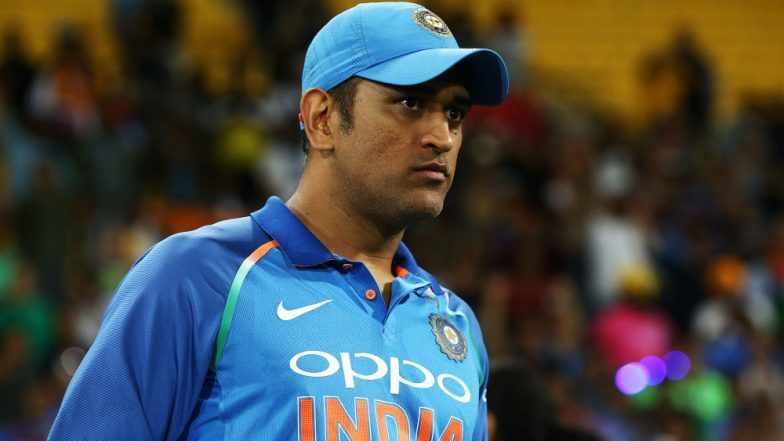 Here's What Happened When MS Dhoni Took Up Captaincy From Rohit Sharma During India vs New Zealand 2nd T20I 2019 (Watch Video)
