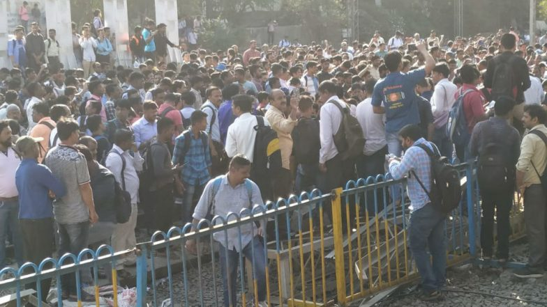 Mumbai: Protestors Block Rail Tracks at Nalasopara Against Pulwama Attacks, Shiv Sena Calls For Bandh in Vasai-Virar Area Today