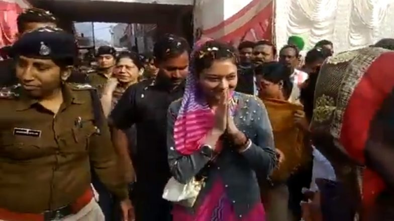 Priyanka Gandhi Effect? Priyadarshini Raje Scindia Campaigns in Guna For Husband Jyotiraditya Scindia Who is Busy in UP