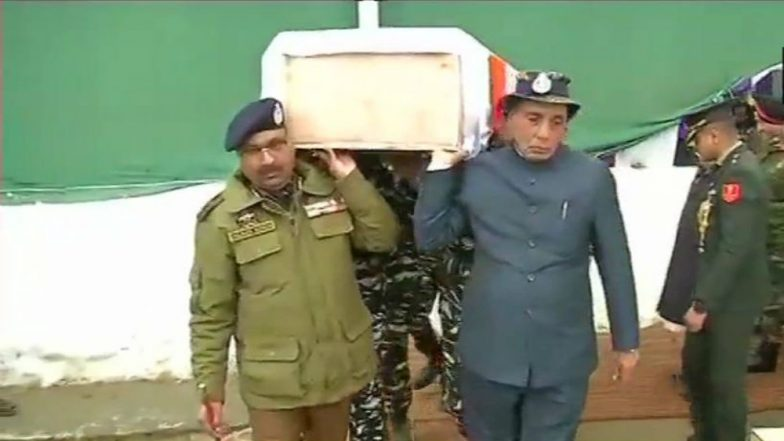 Pulwama Terror Attack: Rajnath Singh Becomes a Pallbearer for One of the Martyred Jawans in Budgam (Watch Video)