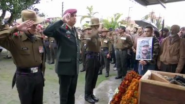 Major VS Dhoundiyal Funeral: Last Respects to Army Jawan Martyred in Pulwama Encounter, Wife Seen Saluting Braveheart; Watch Video