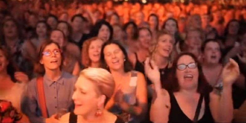 Backstreet Boys 'I Want It That Way' Was Sung Beautifully by 1,500 Drunk Strangers & They Nailed It! Watch Video of the Majestic Moment