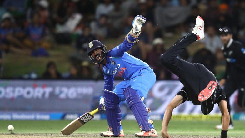 Dinesh Karthik REFUSES Single to Krunal Pandya During IND vs NZ, 3rd T20I; Netizens Troll Karthik (Watch Video)