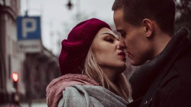 Kiss Day 2019 Date and Significance: Romantic Quotes and Love Images to Express Your Affection This Valentine Week