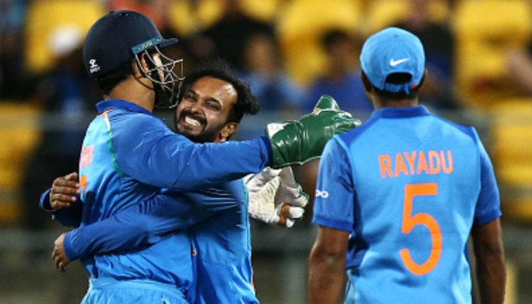 Ind vs Aus ODI Series: Kedar Jadhav Says He Blindly Follows MS Dhoni, Watch Latest Episode of Chahal TV