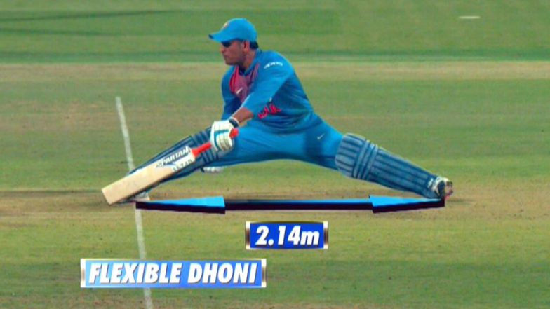 MS Dhoni Performs a Split During India vs Australia 2nd T20I 2019, Impresses Netizens With Flexibility (Watch Video)