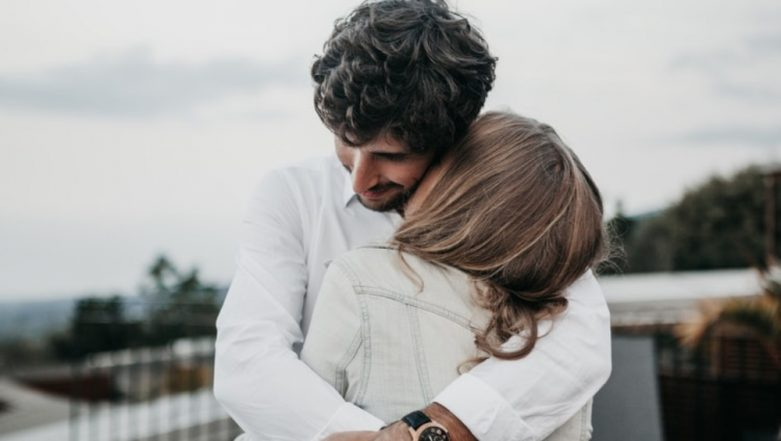 Hug Day 2019 Date in Valentine Week: Significance of This Romantic Day That Brings Lovers Closer!