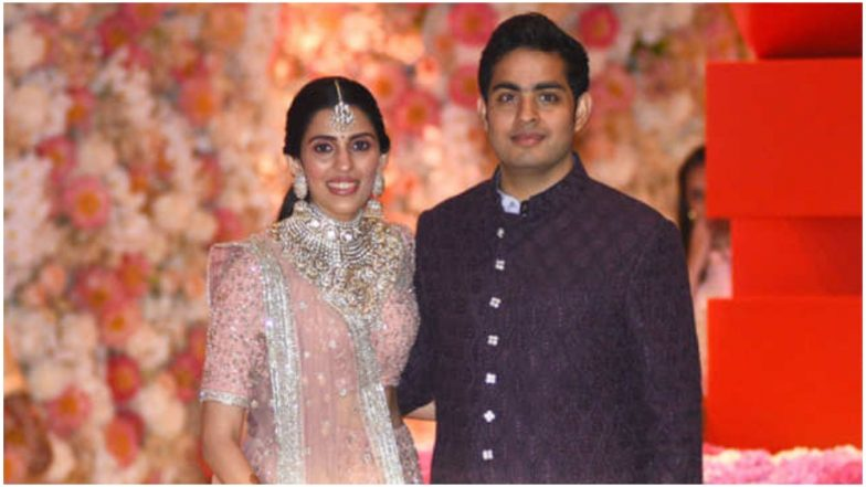 Akash Ambani-Shloka Mehta Wedding Card Contains Golden Ink, Five Section Invite, Audio Feature and Special Message From Mukesh & Nita Ambani, Watch Video