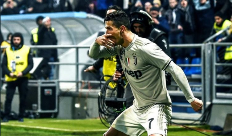 Cristiano Ronaldo's Stunning Header Helps Juventus Consolidate Top Spot on Serie A Points Table, Watch Video of CR7's Goal Celebration Vs Sassuolo!