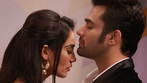 Naagin 3 SPOILER ALERT: Bela and Mahir to Lock Lips in Passionate Kiss