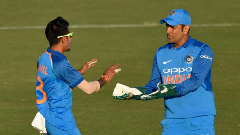 MS Dhoni Hilariously TROLLS Yuzvendra Chahal for Making Changes in the Field During IND vs NZ, 5th ODI 2019 (Watch Video)