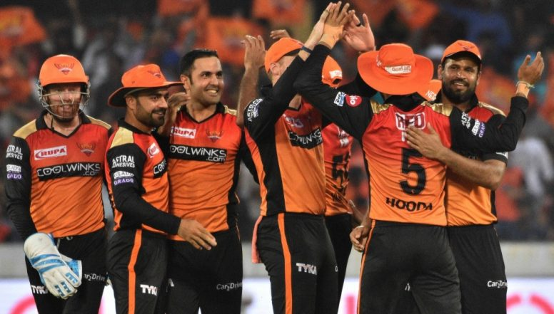 Sunrisers Hyderabad Play Pool Volleyball Ahead of DC vs SRH IPL 2019 Match, Watch Video